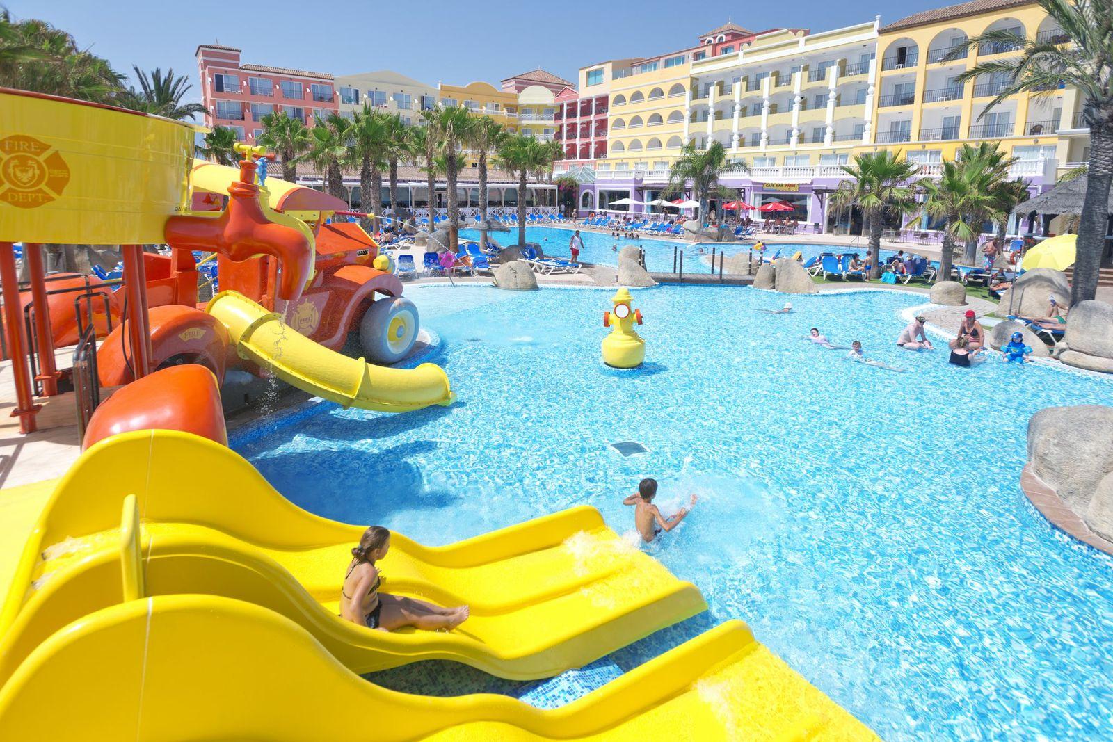 Hoteles para ni os hoteles para ir con ni os de vacaciones superchulos - Hotel piscina toboganes para ninos ...