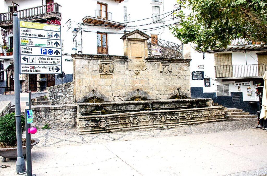 La Fuente de las Cadenas